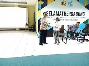 Figure 2. Manajer Kemahasiswaan, Arif Budiman dan Pembicara, Raden Annisa.